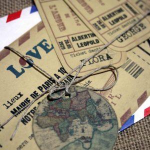 invitation mariage, billet d'avion vintage. Etiquette globe